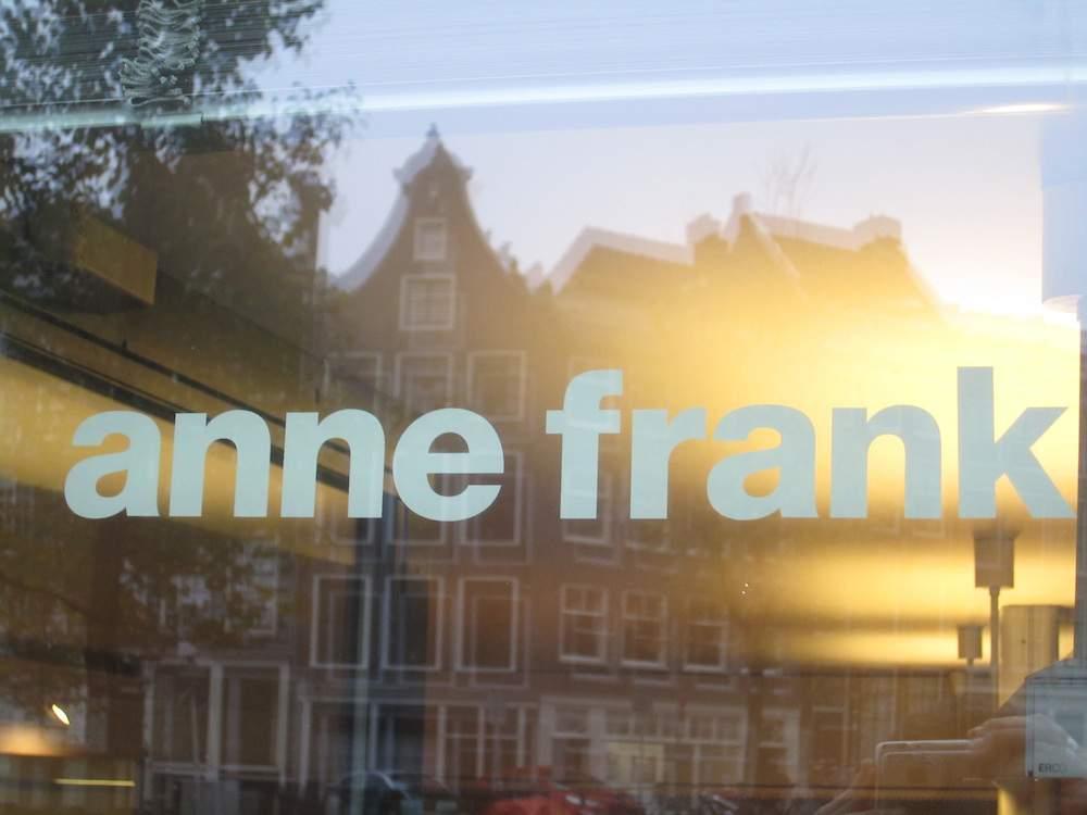 Exterior de la Casa de Ana Frank en Amsterdam, noviembre de 2014 (Matt Lebovic / The Times of Israel)
