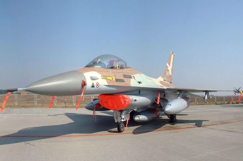 El F-16A Netz 243 de la fuerza aérea israelí, volado por el coronel Ilan Ramon en el bombardeo de la Operación Ópera del reactor nuclear de Saddam Hussein en Osirak, en 1981. (KGyST / Wikipedia)