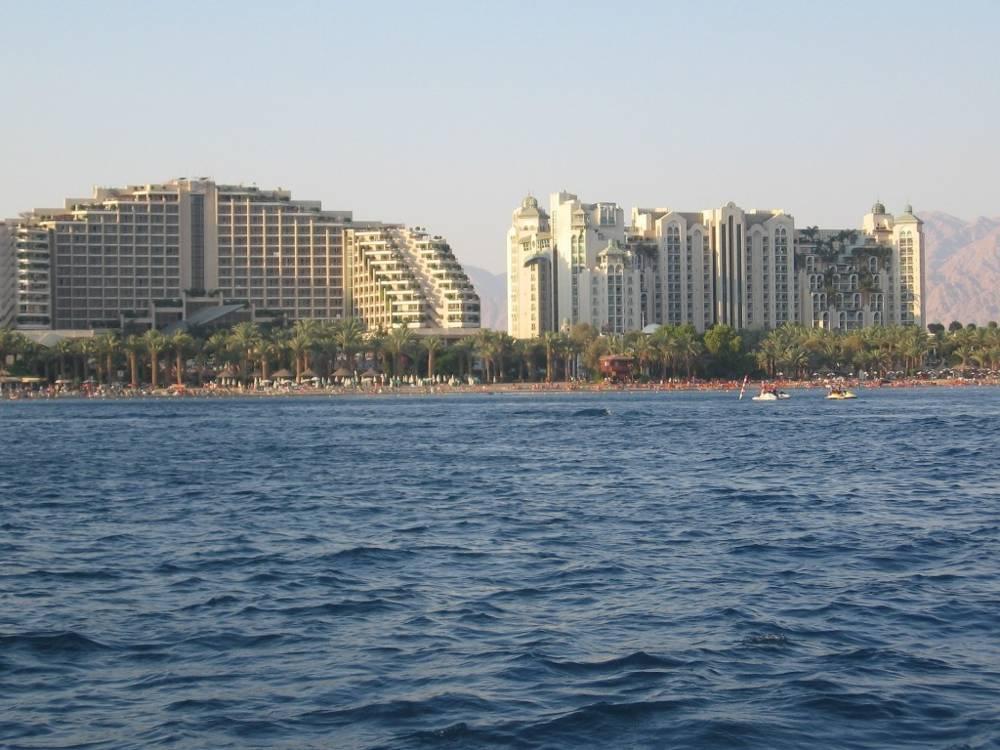 Los hoteles pueden beneficiarse del software desarrollado por una startup israelí que reducirá los costos de calefacción y refrigeración y las emisiones de CO2 (https://pixabay.com/en/eilat-israel-sea-ocean-hotel-332763/)