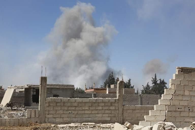 El humo en la ciudad de Duma, el último enfrentamiento de la oposición en el este de Ghouta, el 7 de abril de 2018. (AFP)