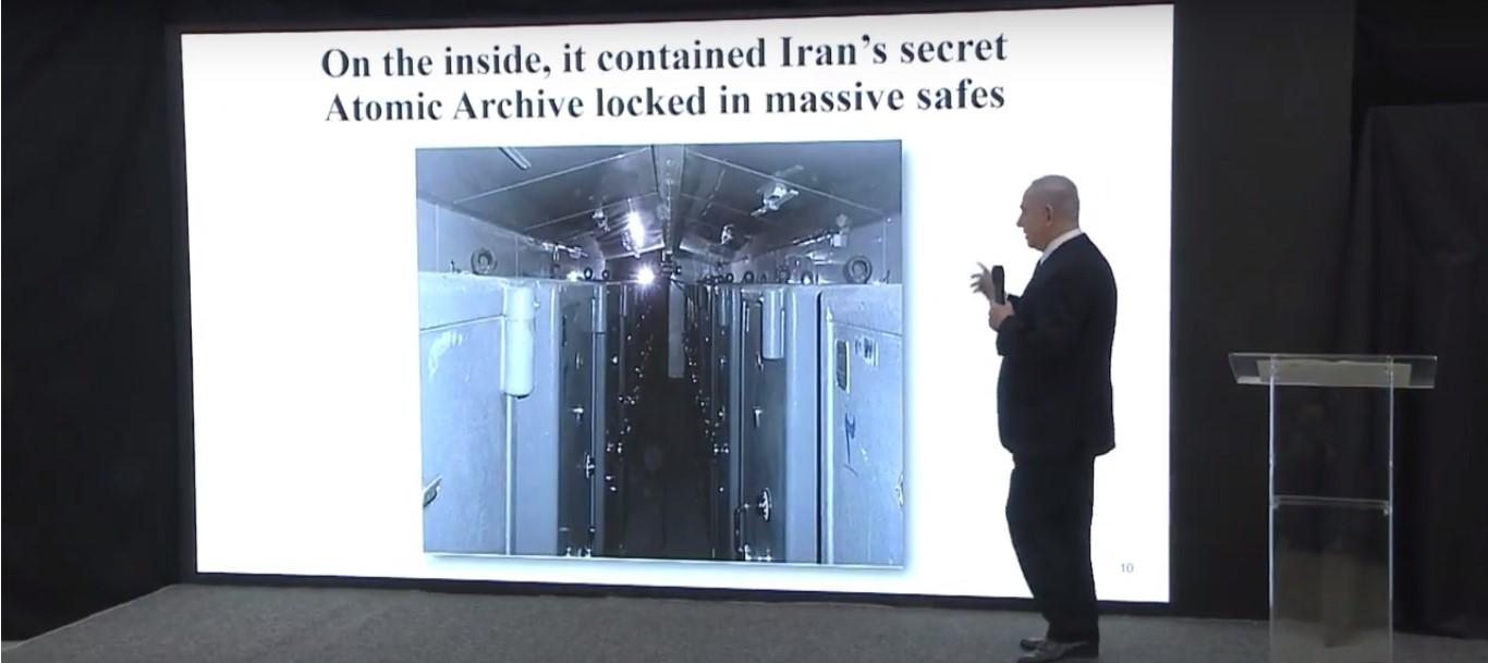 El Primer Ministro Netanyahu muestra imágenes inéditas de los almacenes con cajas fuertes que contienen información secreta sobre el programa nuclear de Irán.. (Captura de pantalla: Youtube))