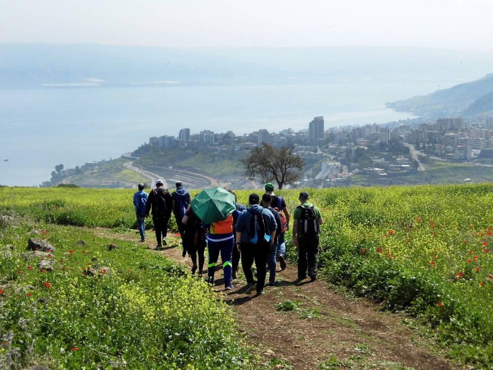 Jóvenes excursionistas en el nuevo Sendero del Sanedrín de 70 kilómetros en Galilea.(Autoridad de Antigüedades de Israel)
