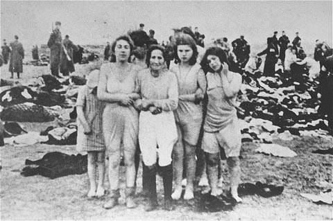 La masacre de Skede Beach en Letonia, donde se mataron a 2.700 judíos en tres días, diciembre de 1941 (dominio público)