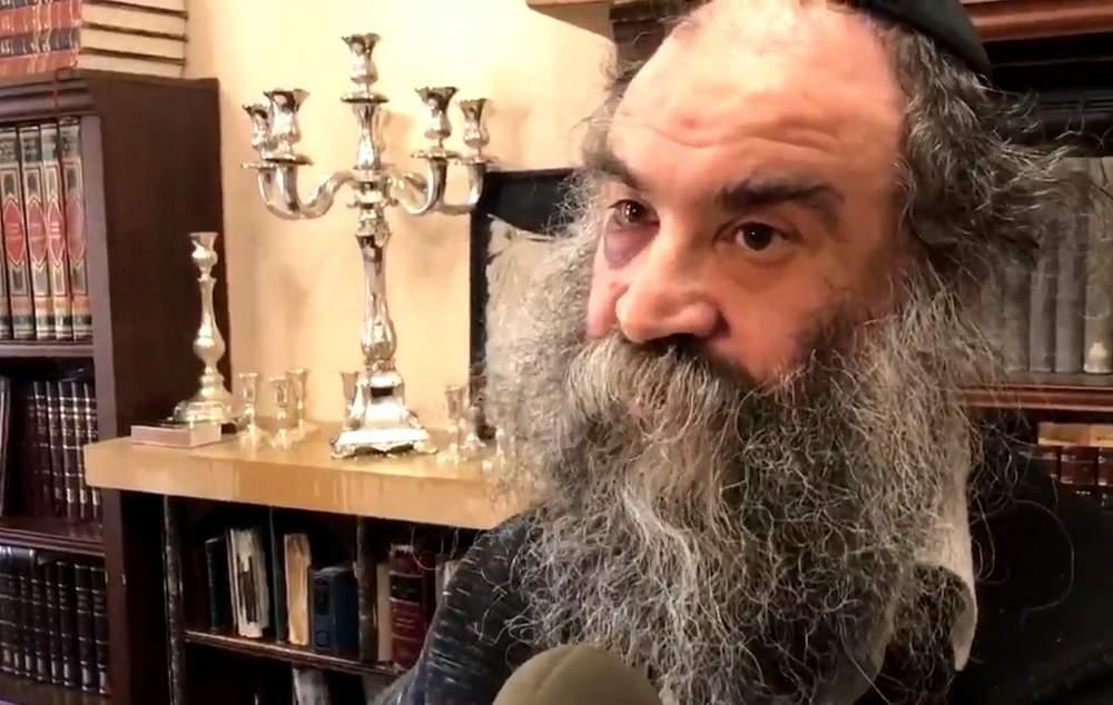 Menachem Moskowitz, de 52 años, quien fue asaltado y asfixiado en su camino de regreso de las oraciones de Shabat en el vecindario de Crown Heights en Brooklyn, Nueva York, el 23 de abril de 2018. (Captura de pantalla: Twitter)