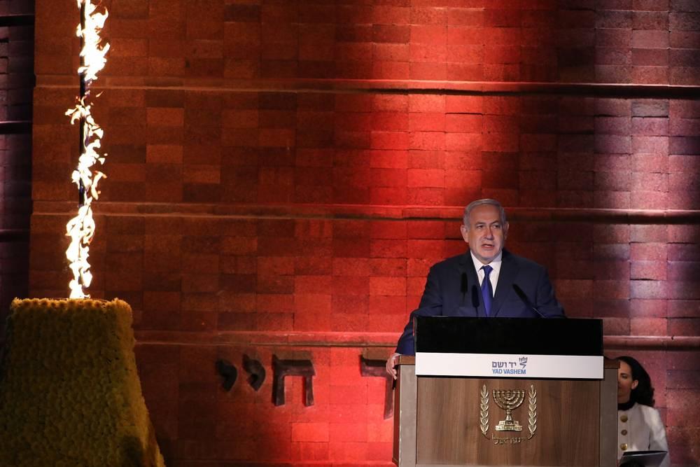 El primer ministro Benjamin Netanyahu habla en la ceremonia estatal oficial celebrada en el Museo Conmemorativo del Holocausto Yad Vashem en Jerusalem, que conmemora el Día del Recuerdo del Holocausto el 11 de abril de 2018. (Yonatan Sindel / Flash 90)