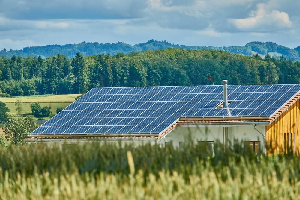 La energía solar es una de las formas en que la organización benéfica israelí brinda asistencia a ocho países de África (https://pixabay.com/en/solar-roof-solar-energy-2666770/)