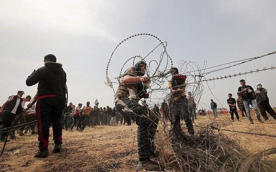 FDI: adolescente intentaba dañar la valla entre Gaza e Israel cuando recibió disparo
