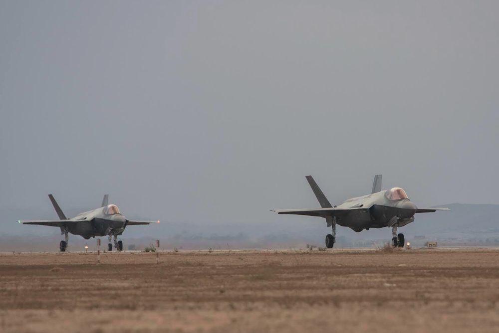 Dos aviones de combate F-35 aterrizan en Israel el 8 de noviembre de 2017 (Fuerzas de Defensa de Israel)