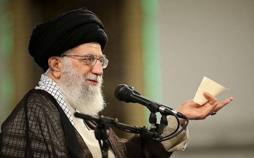 El Ayatolá Khamenei de Irán respondió a decisión de Trump sobre acuerdo nuclear