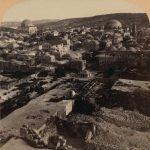 La Ciudad Vieja con las dos cúpulas de la sinagoga Hurva y la sinagoga Tiferet Israel 1899