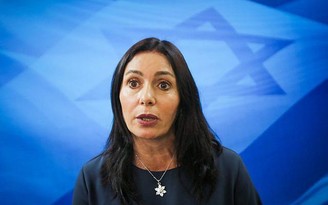 La ministra de Cultura y Deportes, Miri Regev, llega a la reunión semanal del gabinete en la Oficina del Primer Ministro en Jerusalem, el 11 de marzo de 2018. (Marc Israel Sellem)