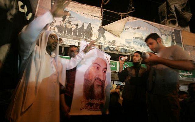 Los salafíes palestinos en la ciudad de Rafah, en el sur de la Franja de Gaza, lloran la muerte de bin Laden en mayo de 2011 (Abed Rahim Khatib / Flash 90)