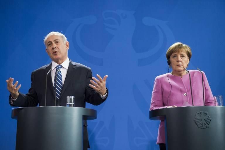 La canciller alemana, Angela Merkel, a la derecha, y el primer ministro, Benjamin Netanyahu, hablan en una conferencia de prensa en la Cancillería de Berlín el 16 de febrero de 2016 después de una reunión conjunta del gabinete.(AFP / Odd Andersen)