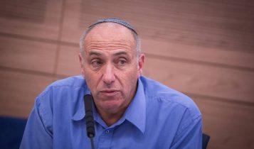 MK Motti Yogev en una reunión de la Knesset Defense and Foreign Affairs Committee meeting, 14 de junio de 2016. (Hadas Parush / Flash 90)