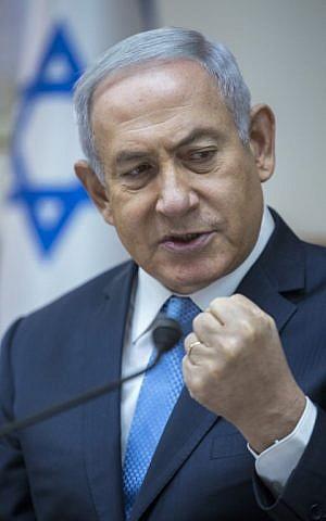 El primer ministro Benjamin Netanyahu preside la reunión semanal del gabinete en Jerusalem el 6 de mayo de 2018. (AFP PHOTO / POOL / JIM HOLLANDER)