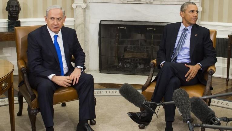 El presidente de EE. UU., Barack Obama, derecha, y el primer ministro, Benjamin Netanyahu, se reúnen en la Oficina Oval de la Casa Blanca el 9 de noviembre de 2015. (AFP / Saul Loeb)