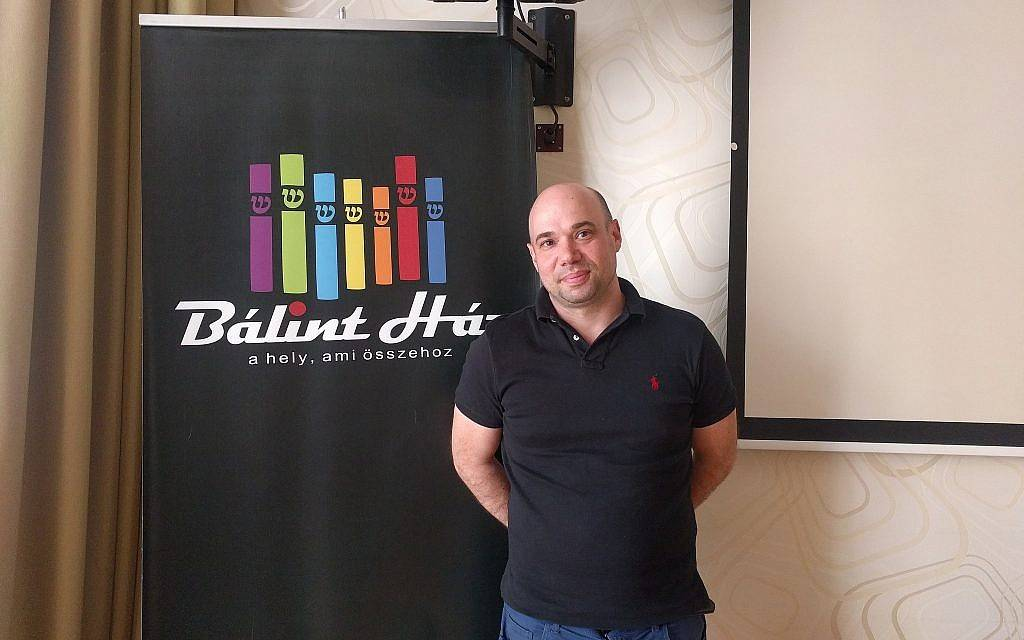 Peter Berenyi, director asistente del Balint JCC en Budapest. (Yaakov Schwartz / Times of Israel)