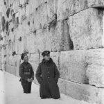 Soldados británicos en la nieve frente al Muro Occidental 1921
