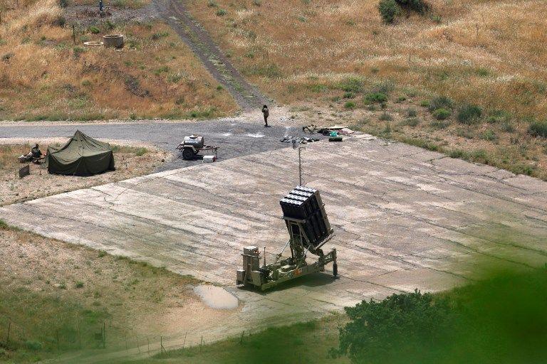 Un sistema de defensa de misiles Cúpula de Hierro, diseñado para interceptar y destruir cohetes de corto alcance y proyectiles de artillería, se despliega en el norte de Israel el 7 de mayo de 2018. (Jalaa Mary / AFP)