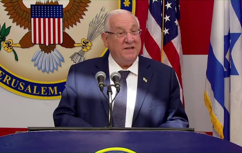 El presidente Reuven Rivlin habla en la ceremonia de dedicación de la nueva Embajada de los EE. UU. en Jerusalem, el 14 de mayo de 2018 (captura de pantalla: Hadashot)