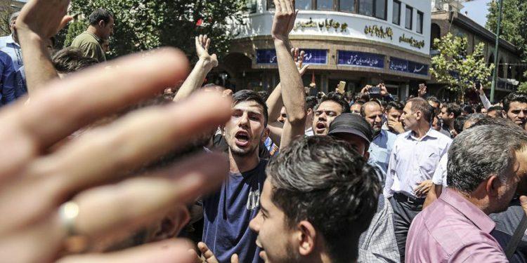 Iraníes cantan 'Muerte a Palestina' en protestas económicas en Teherán