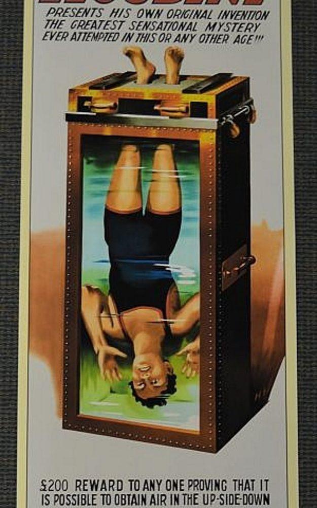 """Una imagen del mago Harry Houdini que busca escapar de una tortura de agua se muestra en la exposición """"Inescapable: La vida y el legado de Harry Houdini"""", en exhibición en el Museo Judío de Maryland a partir del 24 de junio. (Cortesía)"""
