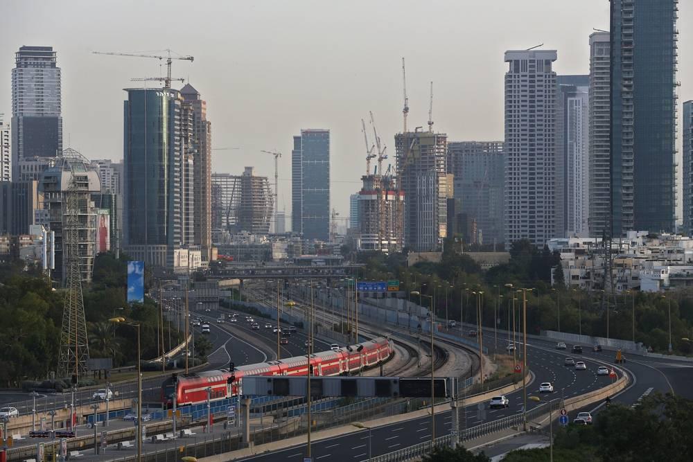 Los rascacielos alinean el horizonte de Tel Aviv, Israel, el 18 de abril de 2018 (AP Photo / Oded Balilty)