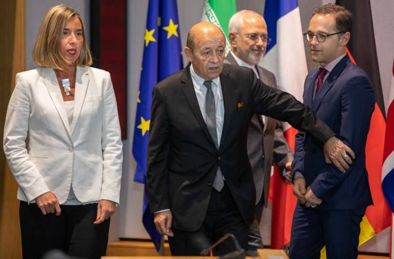 El Ministro de Asuntos Exteriores de Irán Mohammad Javad Zarif (2ª R), el Ministro de Relaciones Exteriores de Francia Jean-Yves Le Drian (2ª L), el Ministro de Relaciones Exteriores de Alemania Heiko Maas (R), la Alta Representante de la UE para Asuntos Exteriores Federica Mogherini y el Canciller británico llegan a una reunión de EU / E3 con Irán en la sede de la UE en Bruselas el 15 de mayo de 2018. (AFP Photo / Pool / Olivier Matthys)