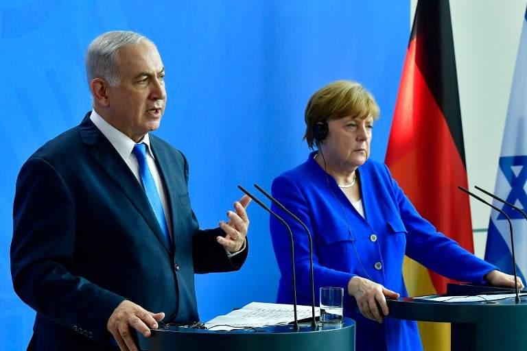 La canciller alemana Angela Merkel y el primer ministro de Israel Benjamin Netanyahu pronuncian una conferencia de prensa después de una reunión en la Cancillería de Berlín el 4 de junio de 2018. (AFP PHOTO / Tobias SCHWARZ)