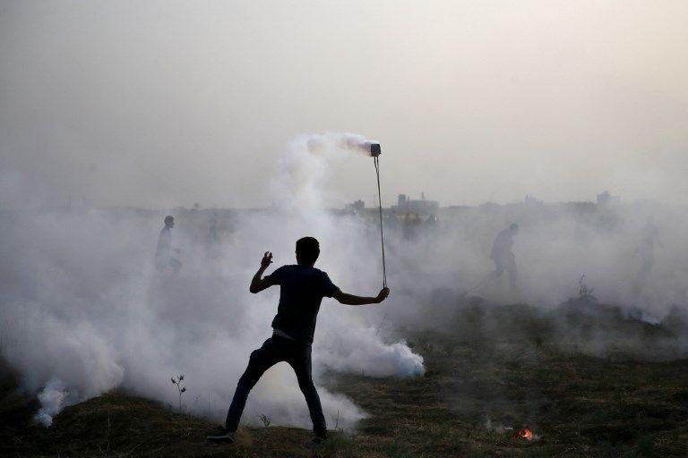 Un islamista manifestante palestino en una manifestación violenta a lo largo de la frontera entre Israel y la Franja de Gaza, al este de la ciudad de Gaza, el 25 de mayo de 2018. (AFP / Mohammed Abed)