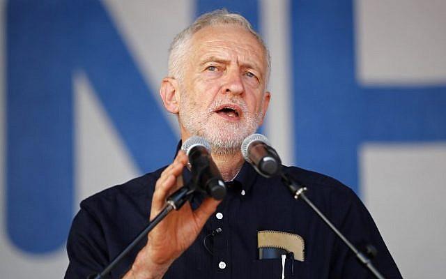 El líder del partido laborista de oposición Jeremy Corbyn habla en Londres el 30 de junio de 2018. (AFP Photo / Tolga Akmen)