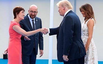 (I / D): la socia del primer ministro belga Amelie Derbaudrenghien, el primer ministro belga Charles Michel, el presidente estadounidense Donald Trump y la primera dama Melania Trump se reúnen para una cena de trabajo en el Parc du Cinquantenaire - Jubelpark Park en Bruselas el 11 de julio. 2018, durante la cumbre de la Organización del Tratado del Atlántico Norte (OTAN). (AFP PHOTO / POOL / BENOIT DOPPAGNE)
