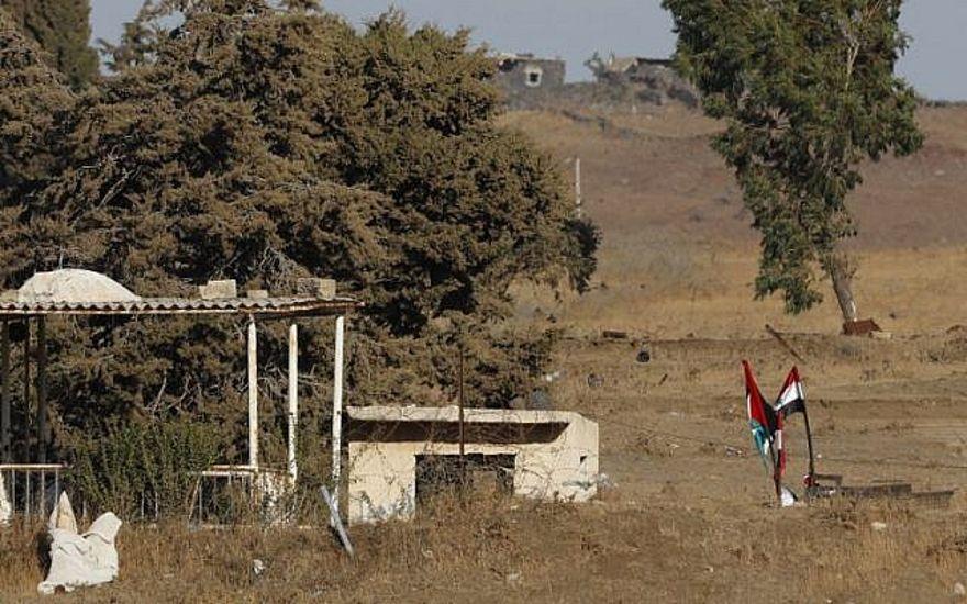 Combatientes del régimen levantan bandera siria en frontera con Israel