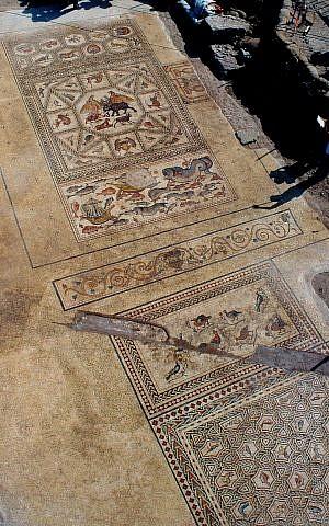 El mosaico Lod original que fue descubierto en 1996, y fue exhibido en todo el mundo. (Niki Davidov, AAI)
