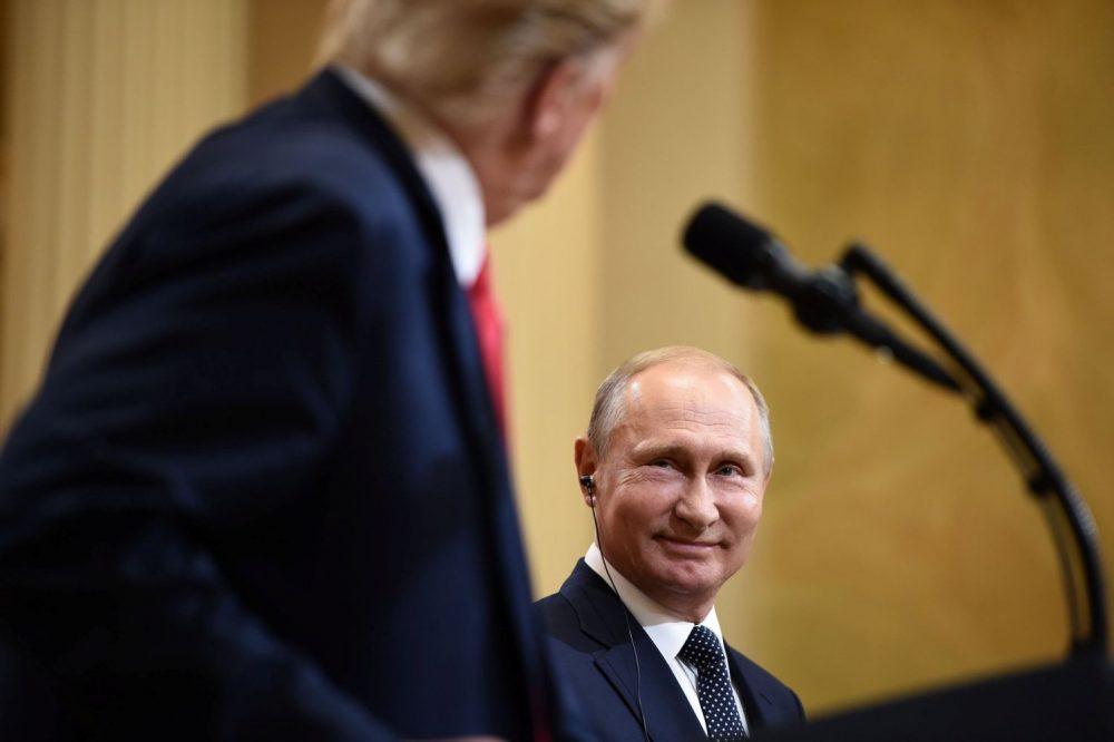 El presidente de los Estados Unidos, Donald Trump, y el presidente de Rusia, Vladimir Putin, en una conferencia de prensa conjunta en el Palacio Presidencial en Helsinki, el 16 de julio de 2018. Crédito: AFP