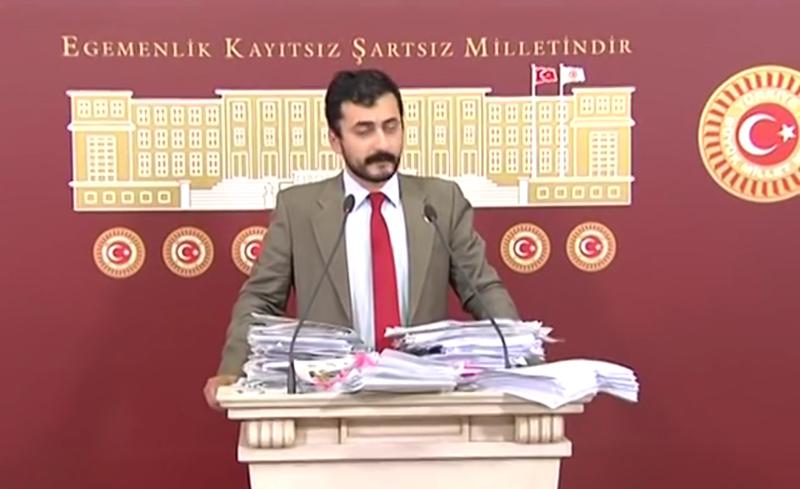 Eren Erdem en una conferencia de prensa en junio de 2016. (Fuente de la imagen: captura de pantalla del video Eren Erdem)