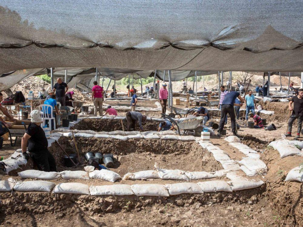 Excavando en Motza  Crédito: Emil Salman