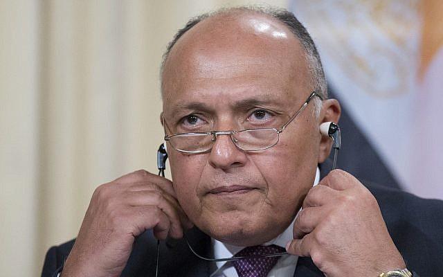 El canciller egipcio Sameh Shoukry se prepara para responder una pregunta durante la conferencia de prensa posterior a las conversaciones en Moscú, Rusia, el 14 de mayo de 2018. (Alexander Zemlianichenko / AP)