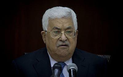 El presidente de la Autoridad Palestina, Mahmoud Abbas, preside la reunión del Comité Central de Fatah en la sede de la Autoridad Palestina, en la ciudad cisjordana de Ramallah, el 29 de mayo de 2018. (Majdi Mohammed / AP)