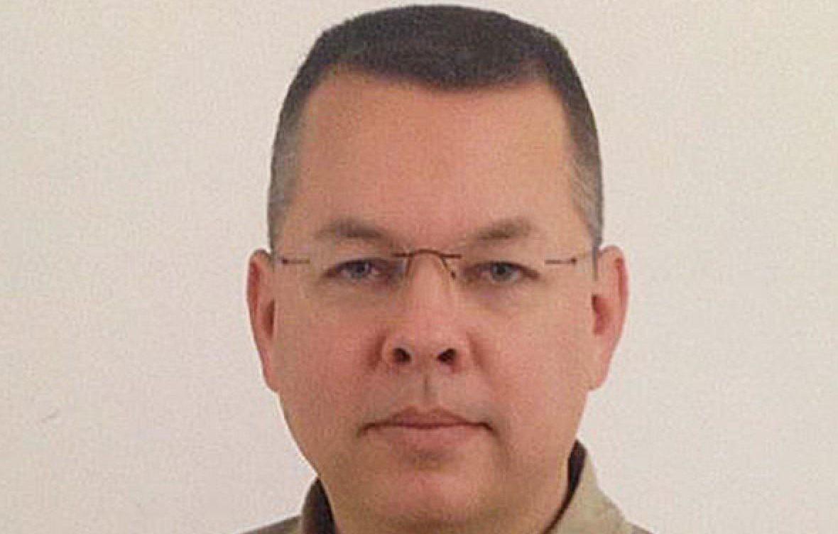 Turquía dictamina que pastor estadounidense seguirá encarcelado por cargos de terrorismo