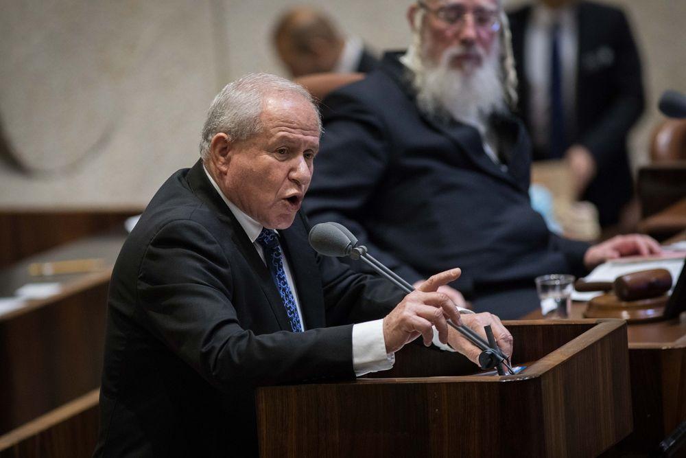 El MK Likud Avi, Dichter, patrocinador del proyecto de ley del Estado Judío, habla durante la sesión plenaria de la Knéset antes de la votación sobre el mismo, 18 de julio de 2018 (Hadas Parush / Flash 90)