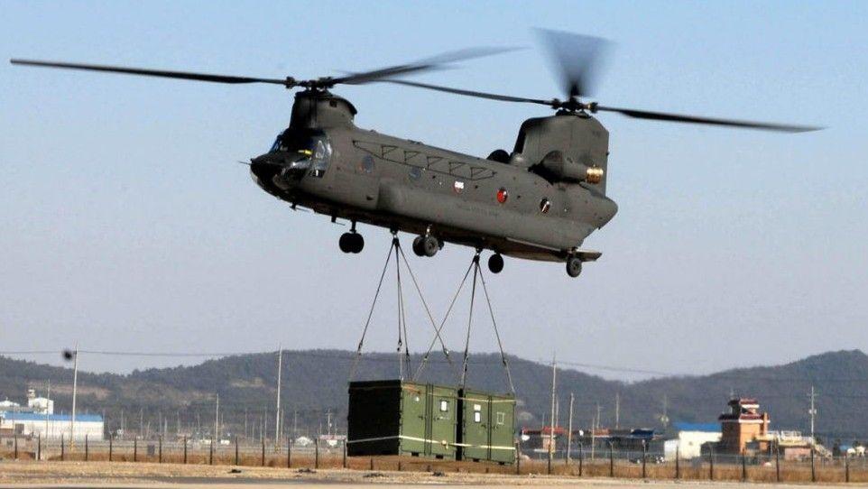 Ilustrativo: Un helicóptero CH-47 Chinook entrega tropas, vehículos y suministros adicionales, la Base Aérea Kunsan, Corea del Sur.(Wikimedia Commons CC BY 2.0 / fotografía de la Fuerza Aérea de EE. UU. / Aviador sénior Steven R. Doty)