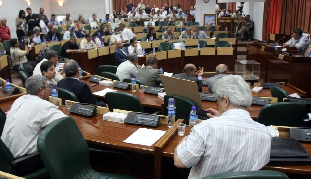 Archivo: Legisladores palestinos asisten a una sesión de emergencia del parlamento en el Consejo Legislativo en Ramallah, el 11 de julio de 2007. (Ahmad Gharabli / Flash 90)