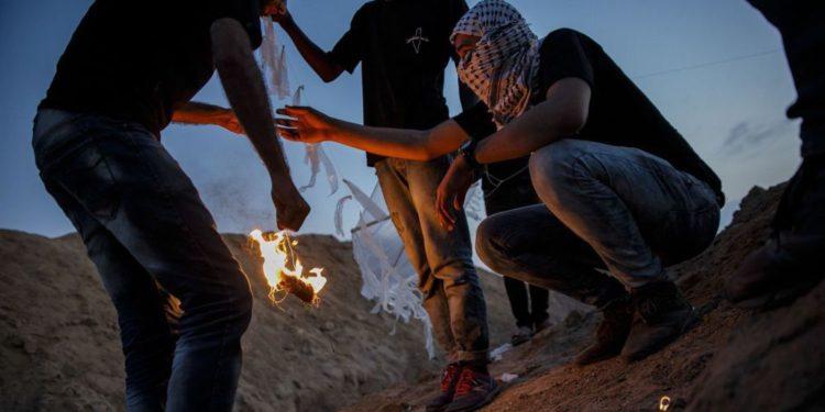 Dos globos incendiarios detonan cerca de la frontera con Gaza