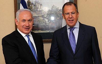 El Ministro de Asuntos Exteriores de Rusia, Serguéi Lavrov, con el Primer Ministro, Benjamín Netanyahu, en Jerusalén el 24 de marzo de 2011. (Avi Ohayon / GPO / Flash90)