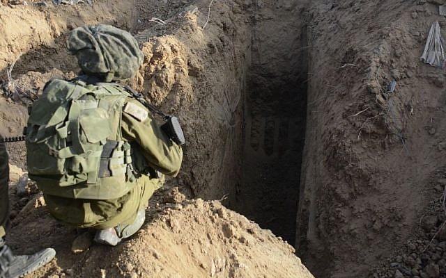 Un túnel de Hamas descubierto por soldados de la Brigada de Paracaidistas en el norte de la Franja de Gaza el 18 de julio de 2014. (Portavoz de las FDI / Flash90)Un túnel de Hamas descubierto por soldados de la Brigada de Paracaidistas en el norte de la Franja de Gaza el 18 de julio de 2014. (Portavoz de las FDI / Flash90)