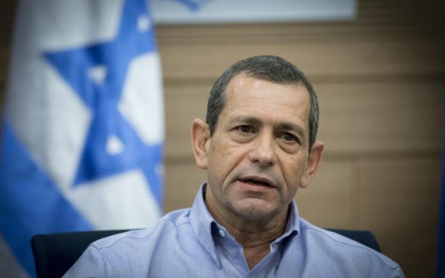Jefe del servicio de seguridad Shin Bet Nadav Argaman asiste a una reunión del comité de Asuntos Exteriores y Defensa en la Knéset el 20 de marzo de 2017. (Yonatan Sindel / Flash90)