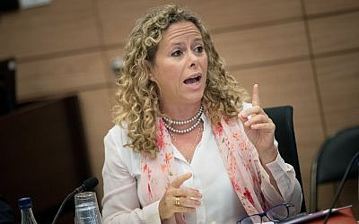 MK Ayelet Nachmias Verbin asiste a la reunión del Comité de Economía, en el Knesset en Jerusalén el 26 de julio de 2017. (Yonatan Sindel / Flash90)