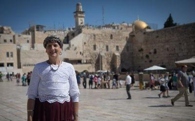 MK Shuli Mualem visto en la plaza del Muro Occidental después de visitar el complejo del Monte del Templo en la Ciudad Vieja de Jerusalén, el 29 de agosto de 2017. (Hadas Parush / Flash90)