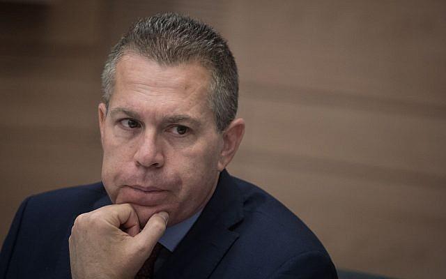 El ministro de Asuntos Estratégicos, Gilad Erdan, asiste a una reunión del comité en la Knéset, el 2 de julio de 2018. (Hadas Parush / Flash90)